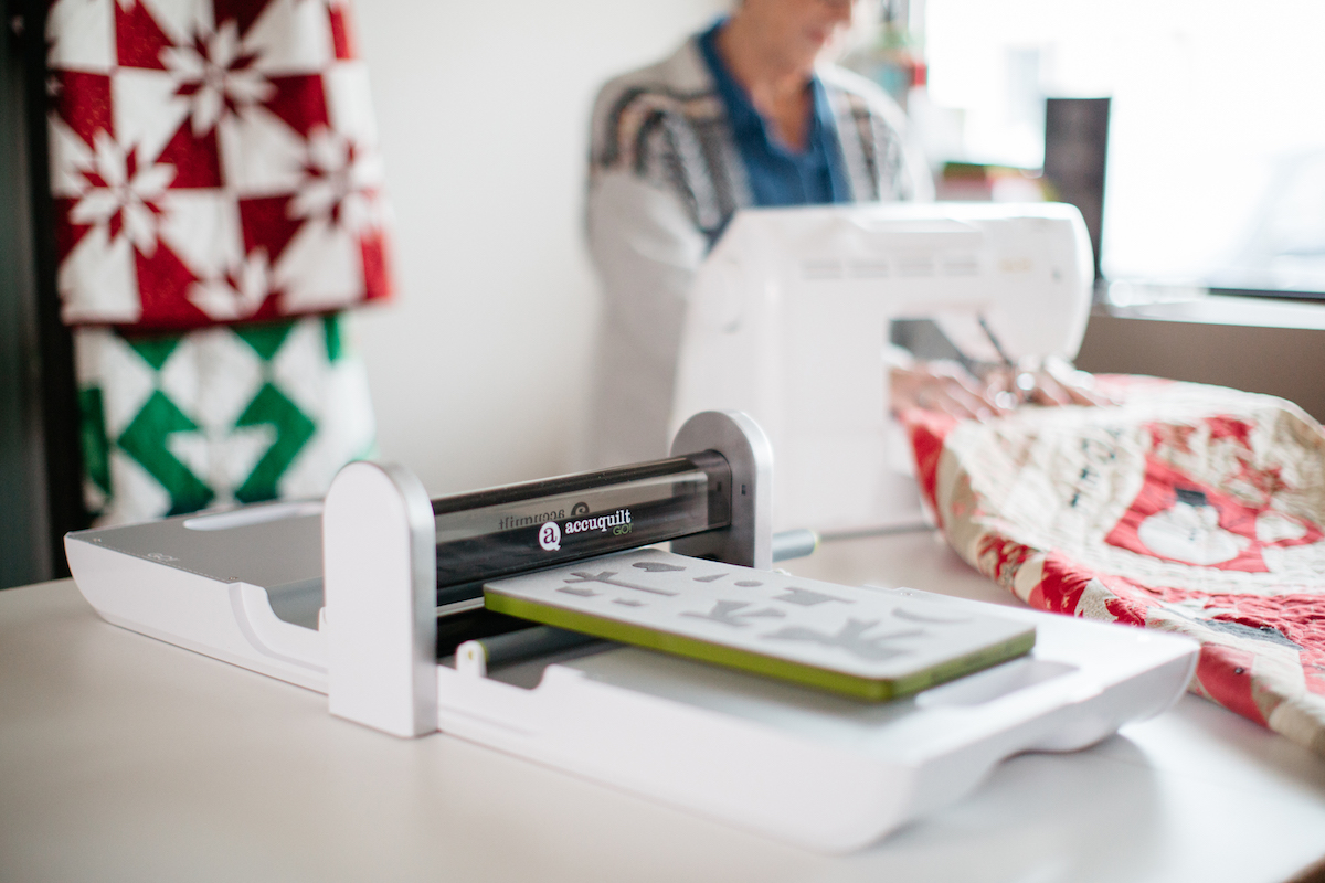 accuquilt go fabric cutter with holiday applique die