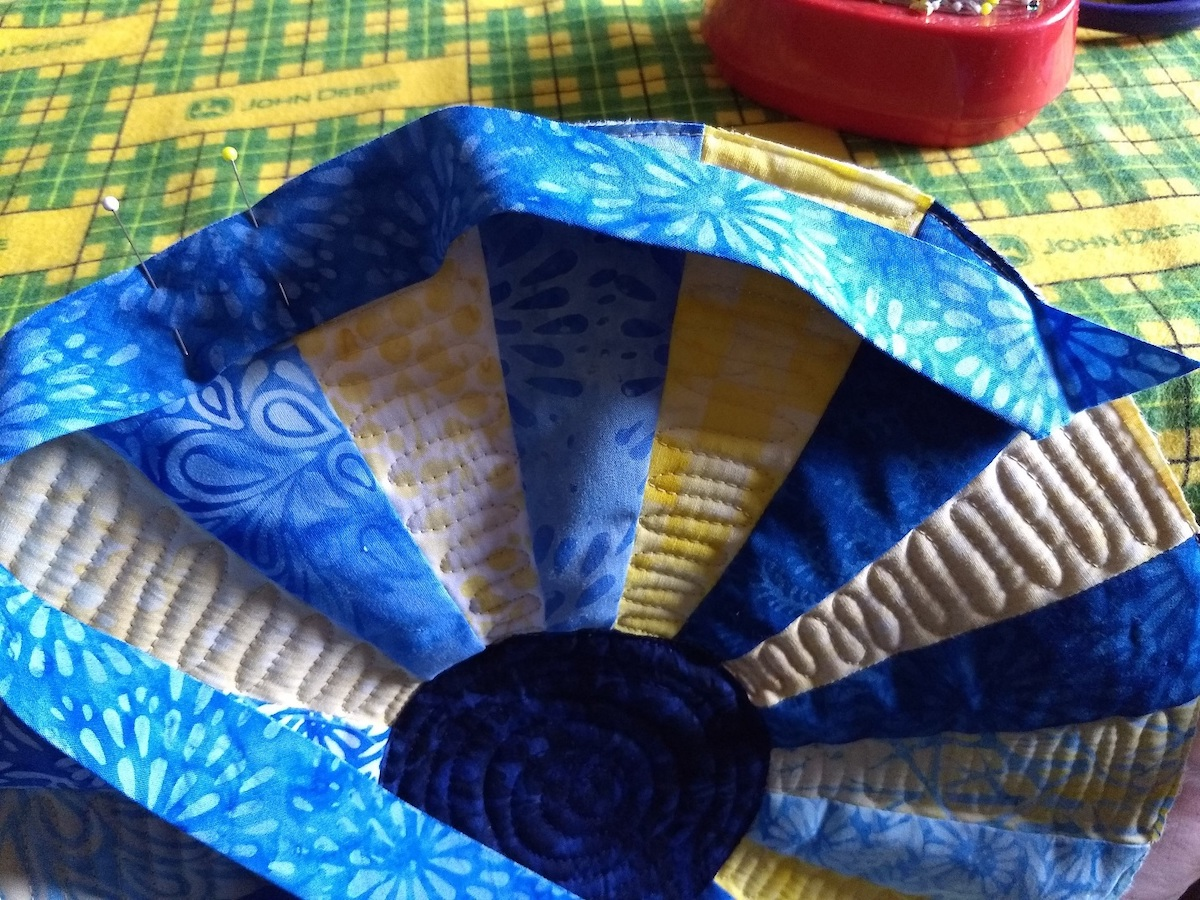 attaching bias binding to circular quilt pattern