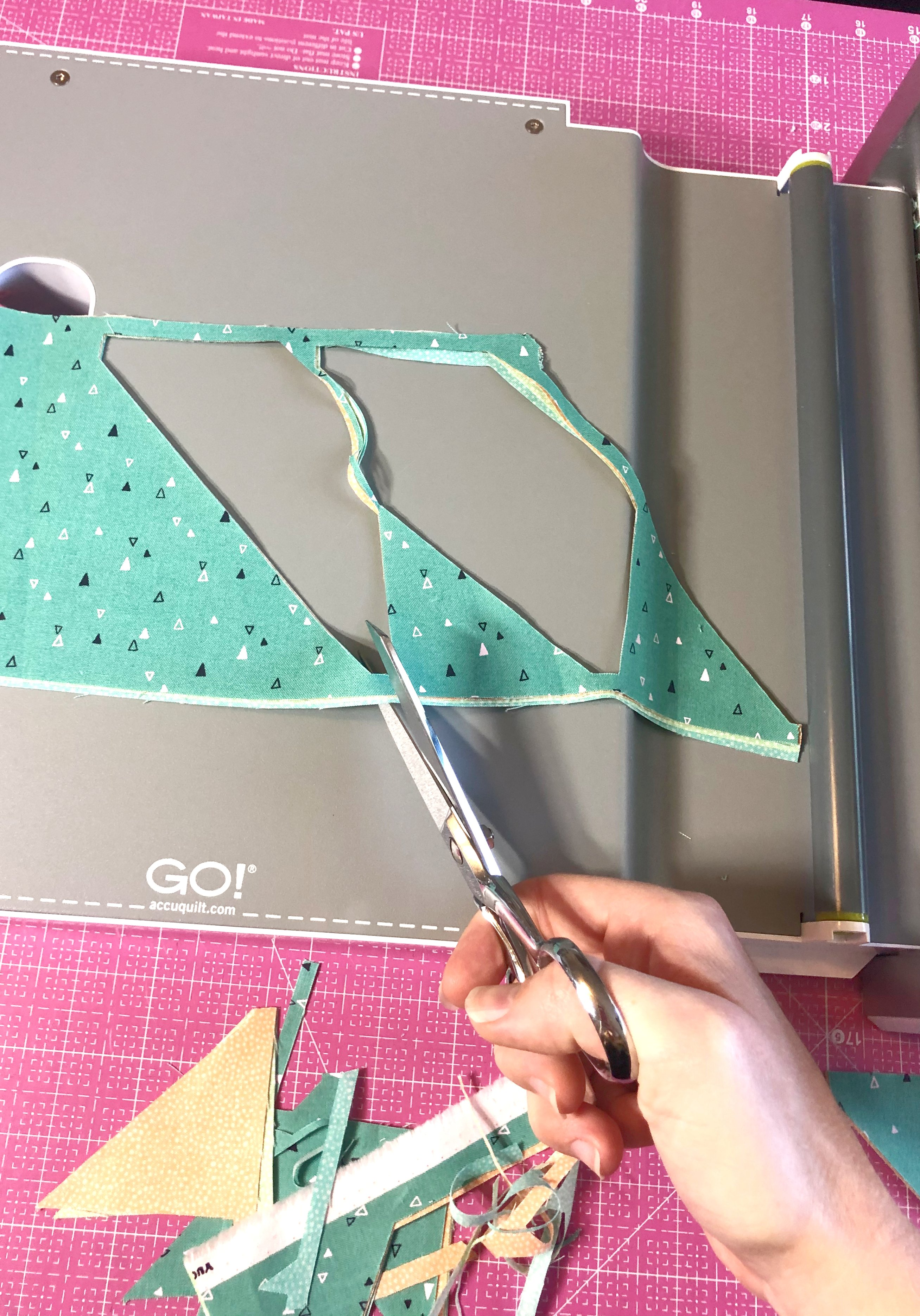 AccuQuilt_cut_and_shift_method