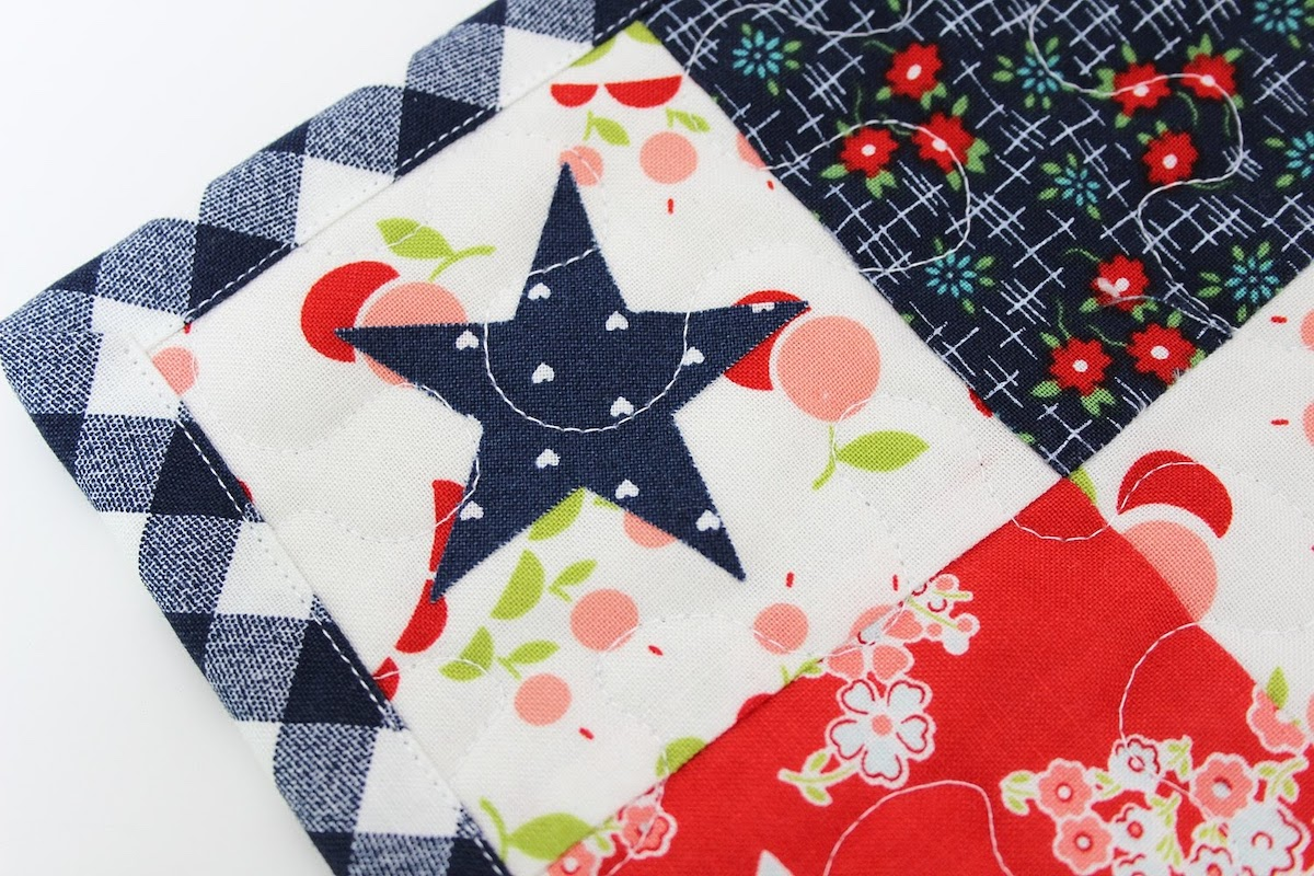 mini quilt details applique star