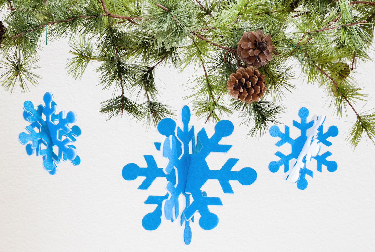 PQ10680-simple-snowflake-ornaments-lifestyle-blog