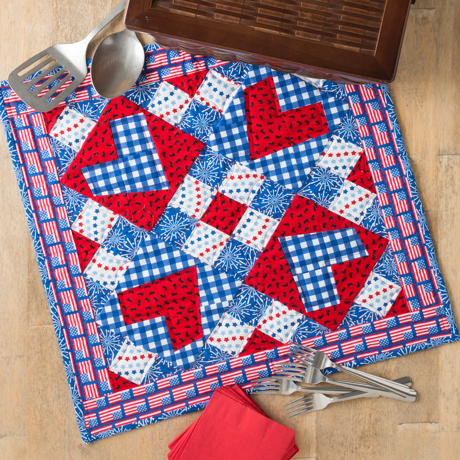 PQ11488-picnic-love-throw-quilt-lifestyle-1500x1500-blog