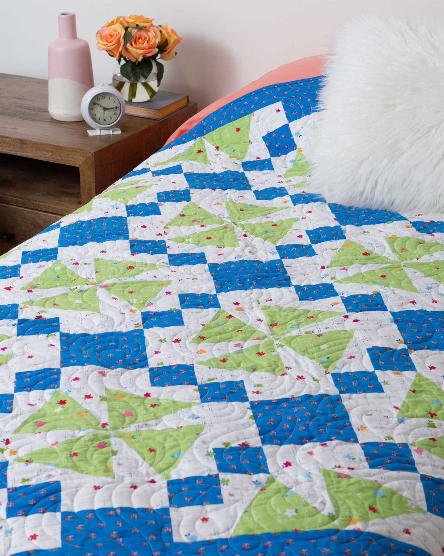 PQ11567-10in-upbeat-angles-throw-quilt-lifestyle-WEB