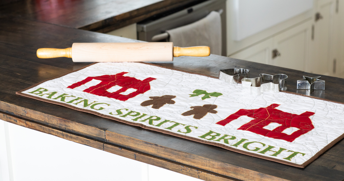 PQ11659_Baking Spirits Bright Table Runner_lifestyle-hor-blog