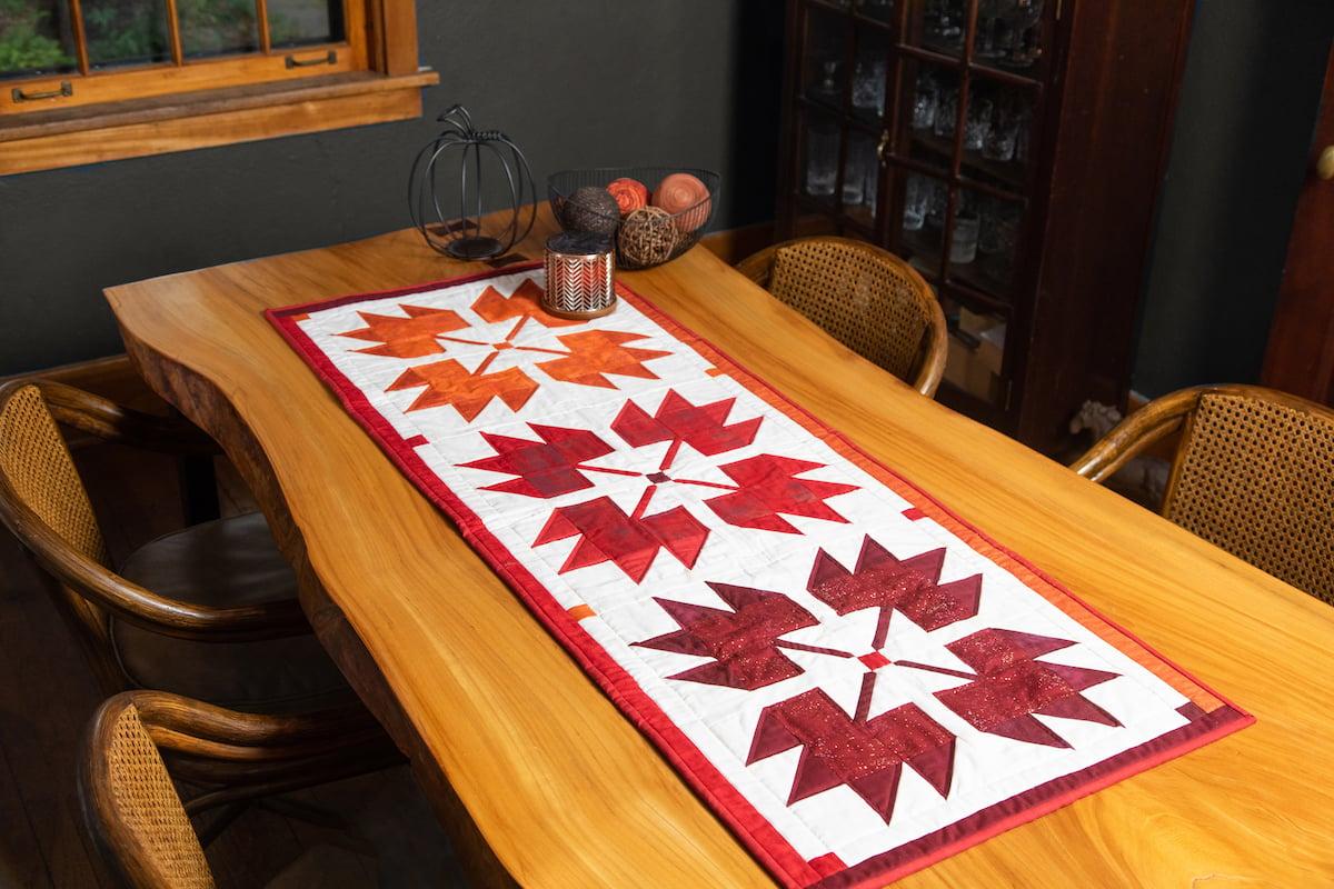 PQ11732 GO! Maple Leaf Table Runner_hor2_HQ
