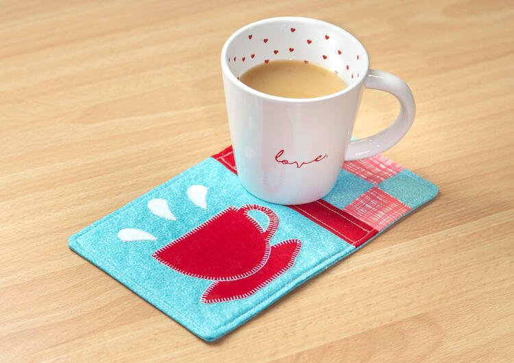 PQ11818-GO-Hot-Drink-Mug-Rug-Lifestyle-Horizontal-HQ