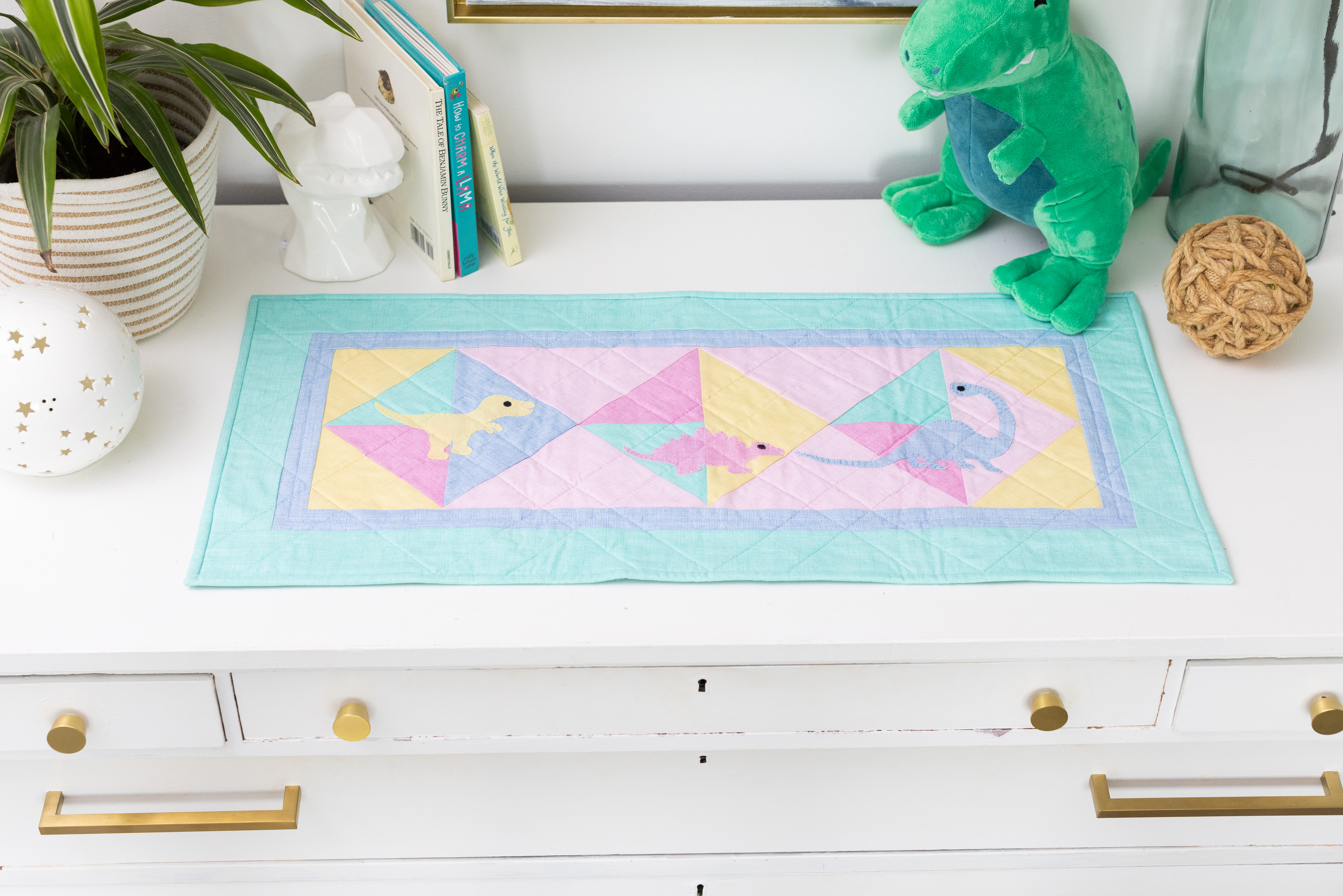 PQ11826 Deco Dino Table Runner_lifestyle_HQ_hor