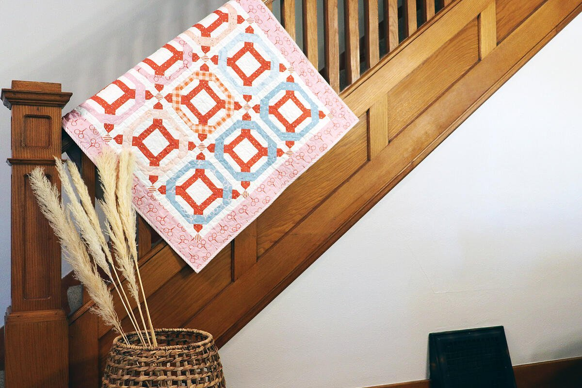 PQ11891_Rolling Rings Throw Quilt_lifestyle_hor_HQ