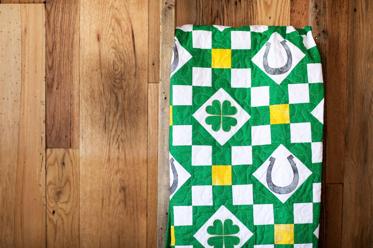 St-Patricks-Quilts-PQ11693-Holding-Horseshoes