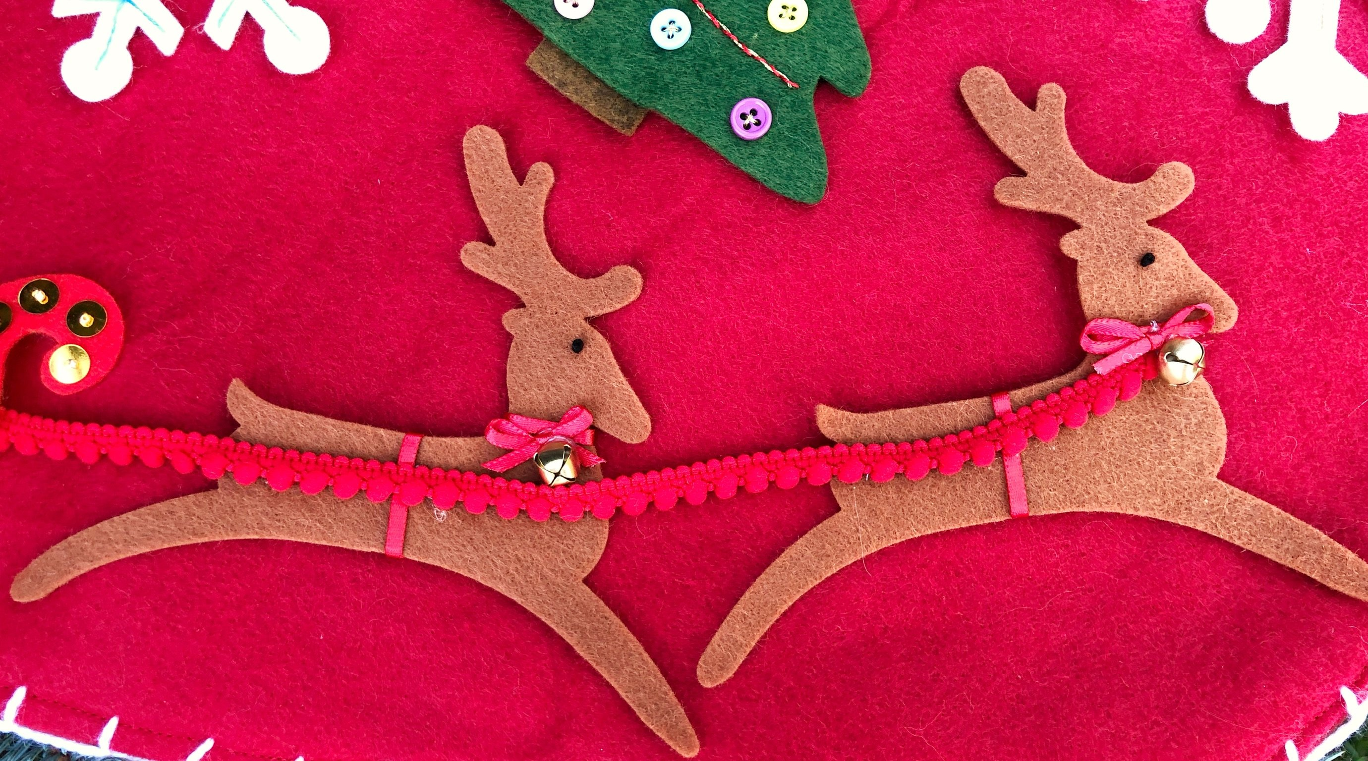 reindeer applique Christmas decor