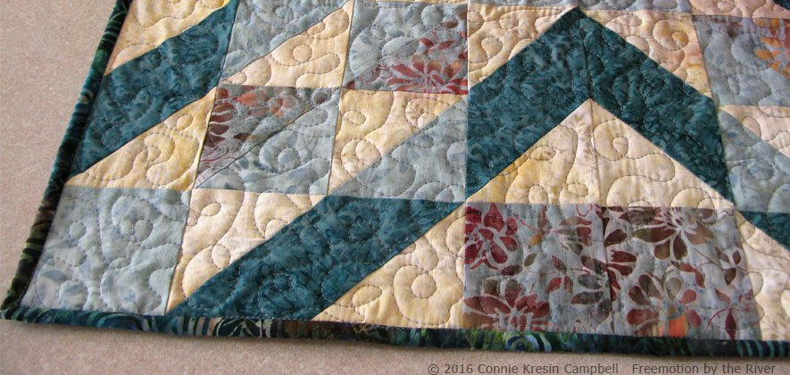 Closeup of Crystal Cove Table Topper  free tutorial